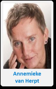 Pasfoto met naam Annemieke van Herpt